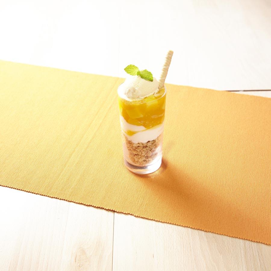 パティシエ特製の杏仁豆腐とマンゴープリンパフェ